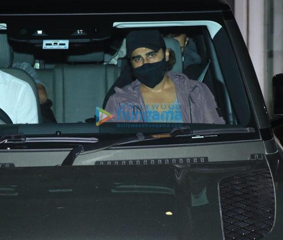 Photos Arjun Kapoor snapped at a gym in Bandra (2)