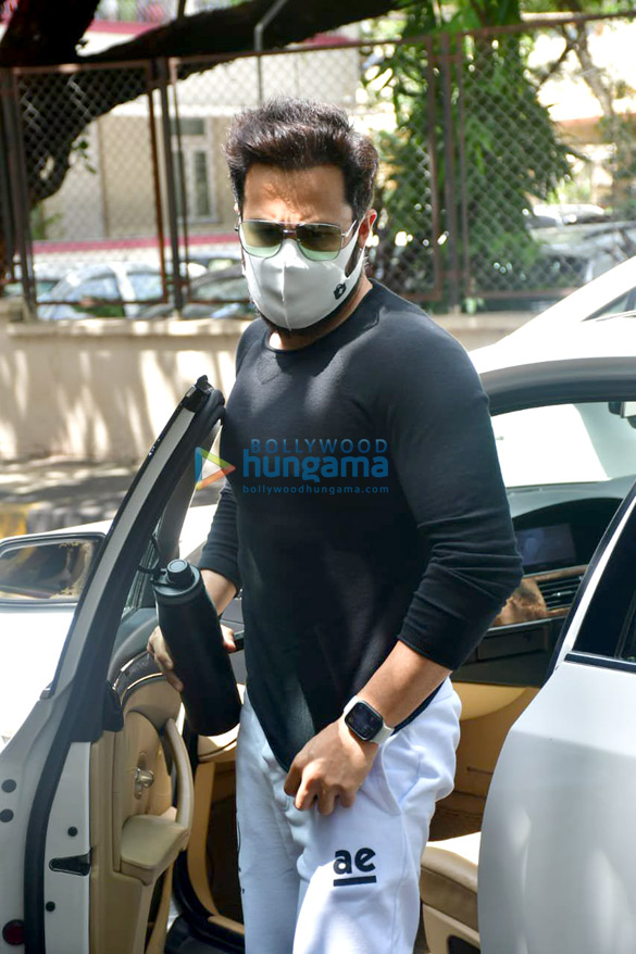 Photos Emraan Hashmi spotted at a dubbing studio in Bandra (1)