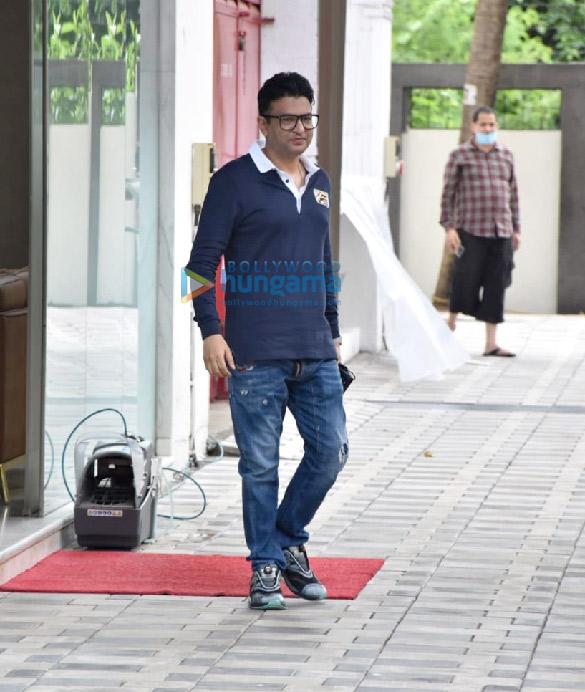 Photos Kartik Aaryan and Bhushan Kumar snapped at T-Series office in Andheri (6)