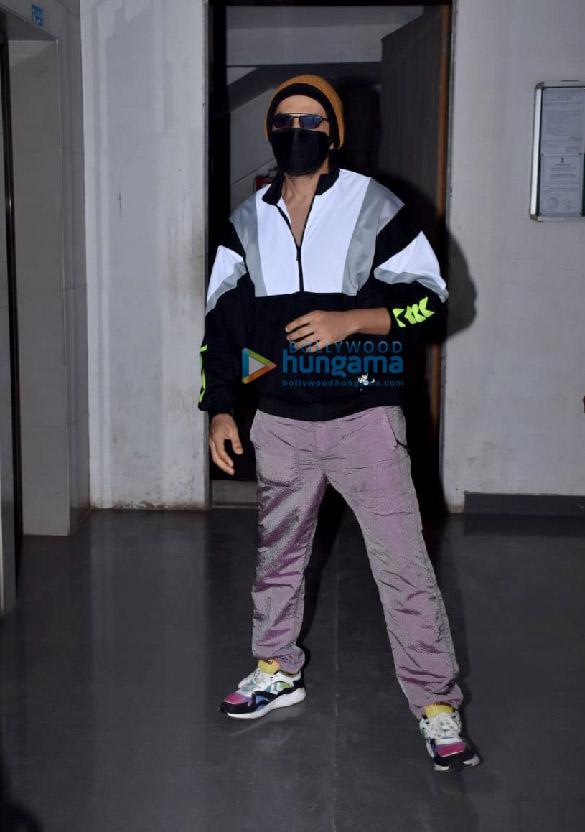 Photos: Kartik Aaryan snapped at a dance class in Andheri