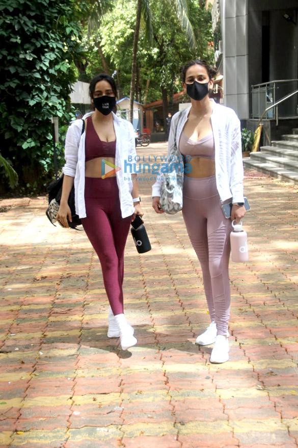 Photos Neha Sharma and Aisha Sharma spotted outside the gym (4)