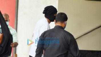 Photos: Ranbir Kapoor snapped at a clinic in Khar