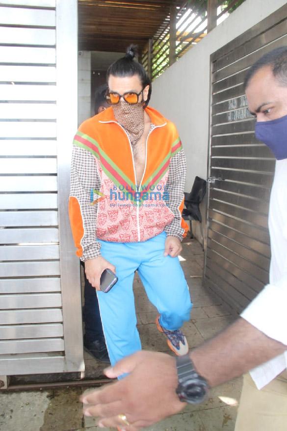 Photos Ranveer Singh and Katrina Kaif spotted at Zoya Akhtar's house at Bandstand (1)