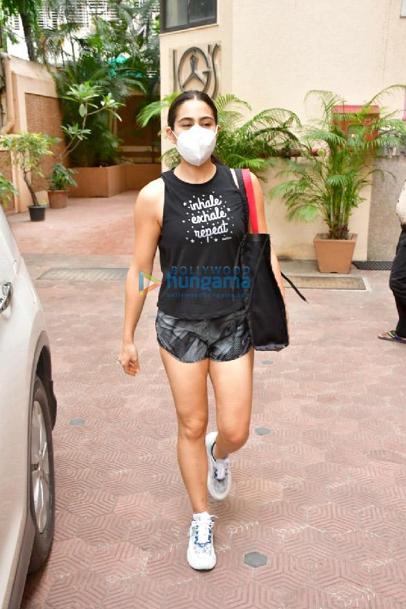 Photos Sara Ali Khan snapped at the gym (2)