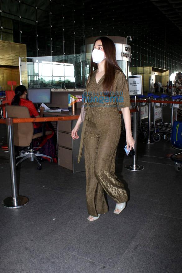 Photos Tamannaah Bhatia and Sonal Chauhan snapped at the airport (2)
