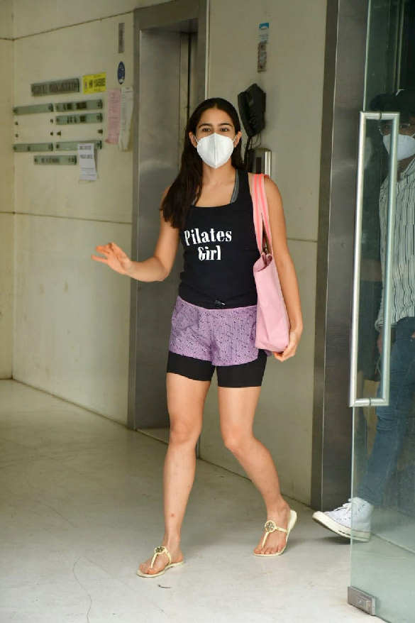 Sara Ali Khan spotted at Ronnie Screwvala's office clear (2)