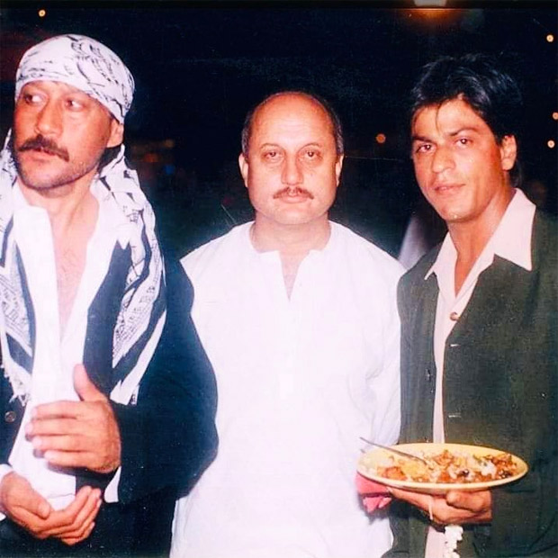 Shah Rukh Khan, Anupam Kher and Jackie Shroff pose innocently in this rare throwback picture