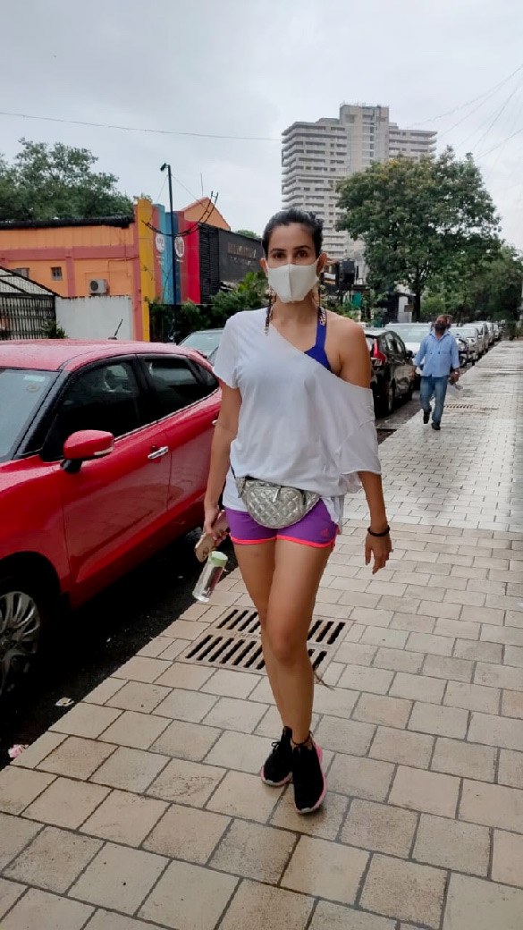 Sonnalli Seygall snapped at the gym (2)