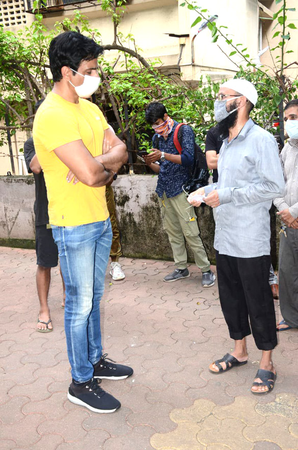 Sonu Sood snapped at his residence (4)