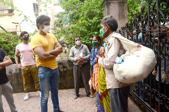 Sonu Sood snapped at his residence (5)