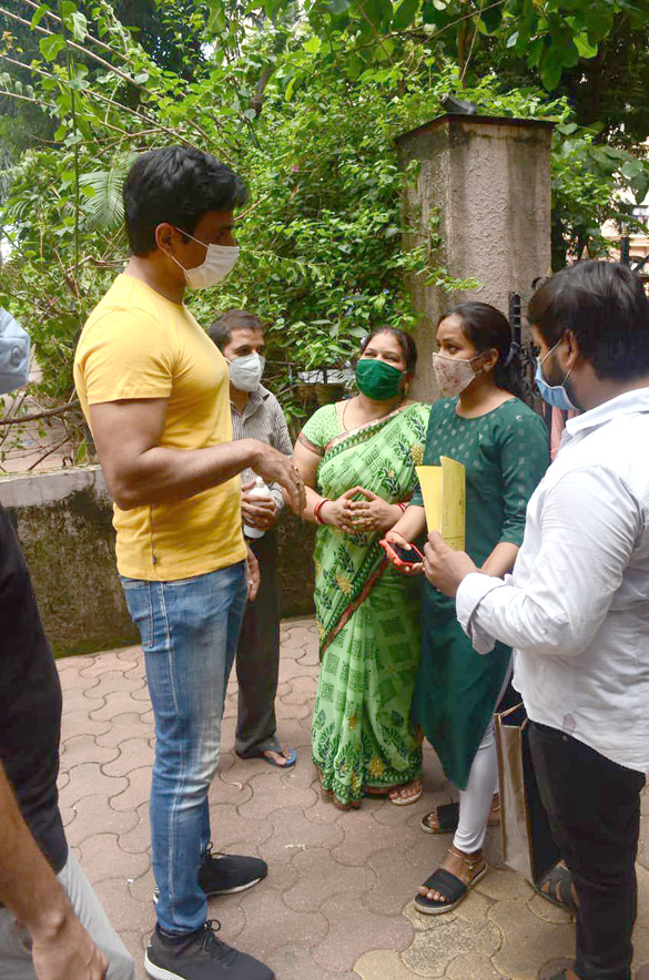 Sonu Sood snapped at his residence (6)