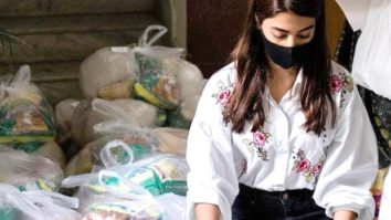Pooja Hegde organises ration packets for 100 families, asks to keep hopes up during this difficult time!