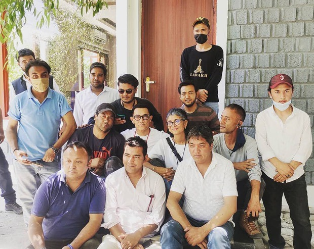 Aamir Khan and Kiran Rao pose together with a group of people on sets of Laal Singh Chaddha in Kargil