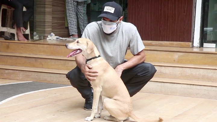 Aditya Roy Kapur with mom and pet dog spotted at a pet clinic in Bandra