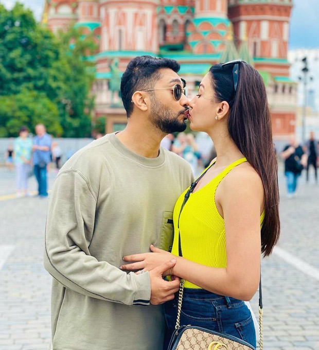 Gauahar Khan and Zaid Darbar share a kiss in their honeymoon pictures during Moscow vacation