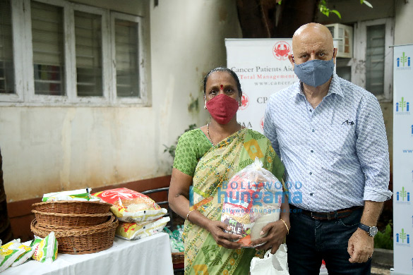 Photos Anupam Kher distributes ration to CPAA cancer patients through his Foundation (1)