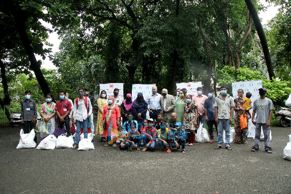Photos Anupam Kher distributes ration to CPAA cancer patients through his Foundation (2)