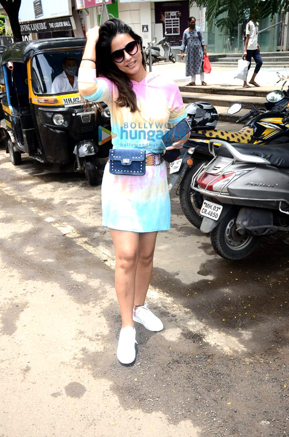 Photos Hina Khan spotted at Crystal Point Mall in Andheri (1)