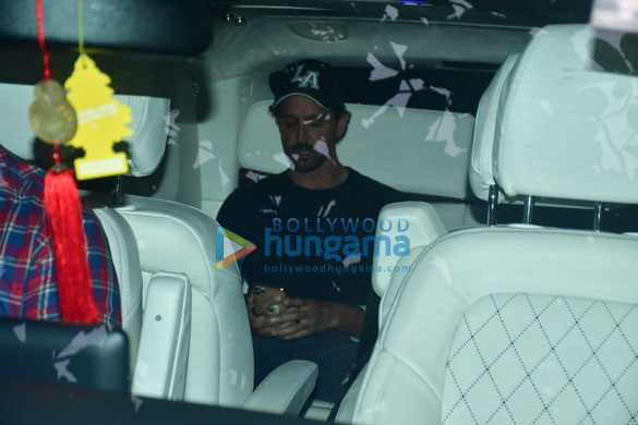 Photos Hrithik Roshan spotted in Bandra for a shoot (1)