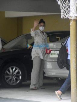 Photos: Kareena Kapoor Khan and Taimur Ali Khan spotted in Bandra