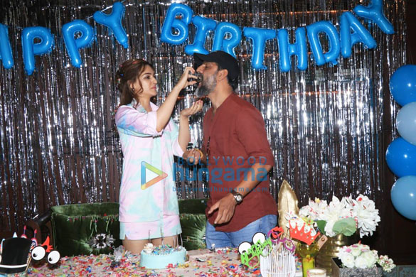Photos Kriti Sanon brings in her birthday by hosting a special screening of Mimi at the Maddock office on Monday-81 (1)
