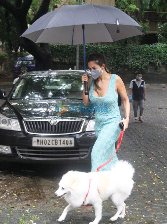 Photos Malaika Arora and Sophie Choudry spotted in Bandra (2)
