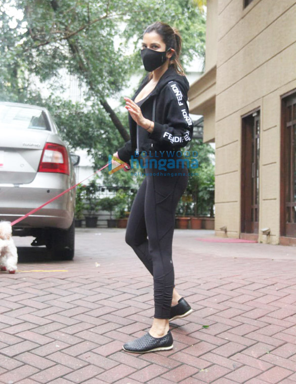 Photos Malaika Arora and Sophie Choudry spotted in Bandra (5)