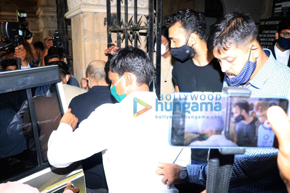 Photos Raj Kundra leaves from Court for Medical test at JJ Hospital (2)