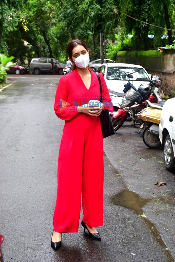 Photos Rashi Khanna spotted at the salon (3)