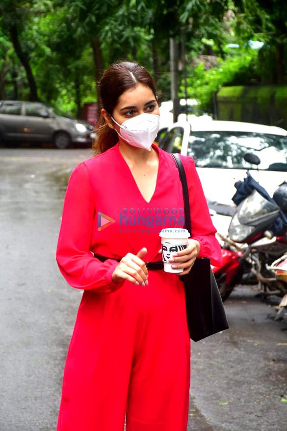 Photos Rashi Khanna spotted at the salon (4)