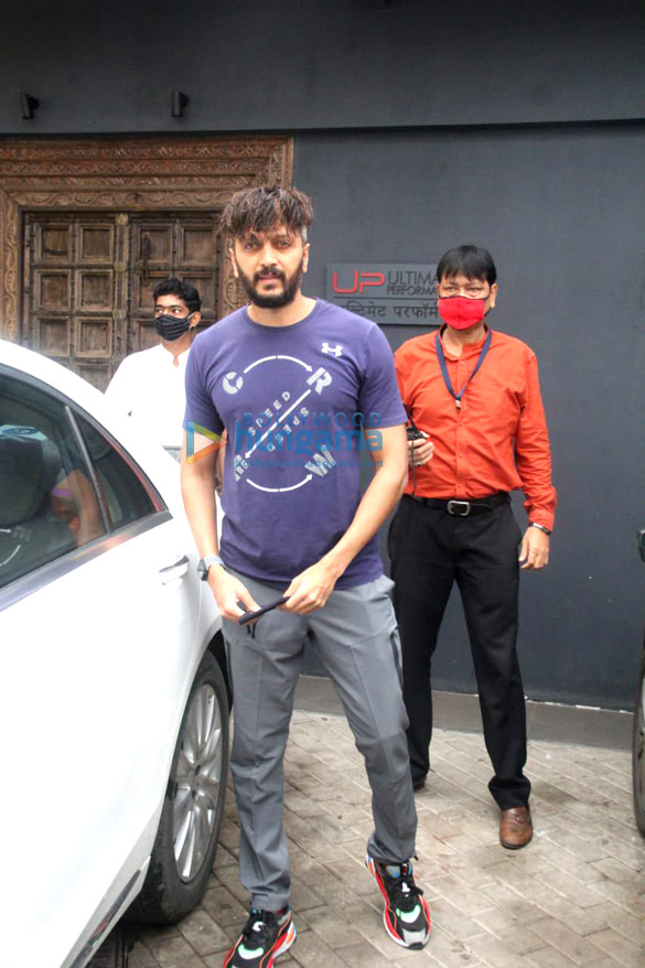 Photos Ritesh Deshmukh, Genelia D'Souza and John Abraham spotted at gym in Bandra (6)