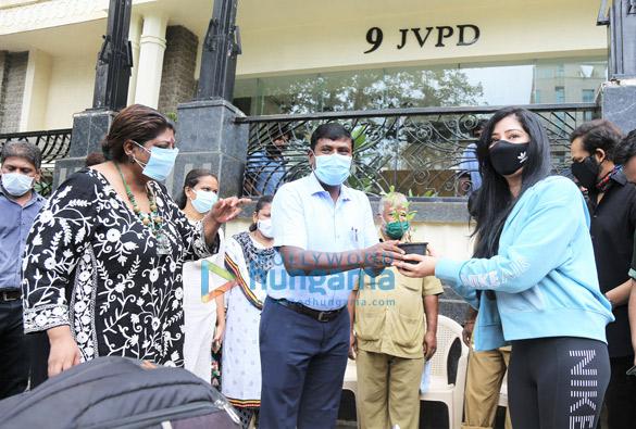 Photos Rohit Shetty, Niharica Raizada, Dr. Anusha Srinivasan Iyer and Vishvas Mote at BMC's Be A Tree Parent MEGA Vriksha Campaign (5)