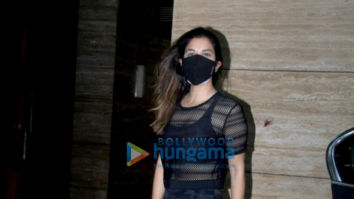 Photos: Sophie Choudry spotted in Khar