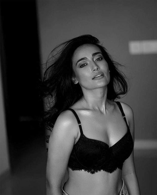 Qubool Hai actress Surbhi Jyoti turns the heat up in sultry pictures, dons black lace bralette and high waisted jeans