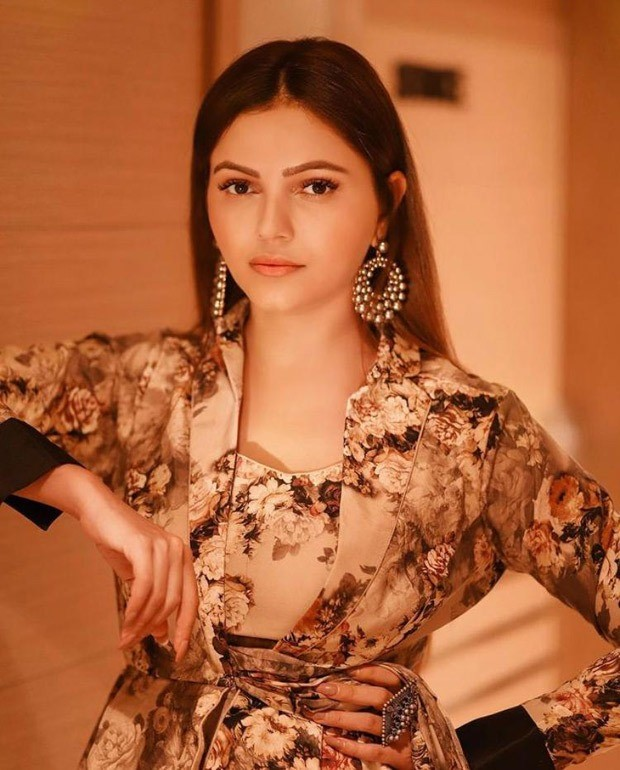 Rubina Dilaik looks gorgeous in printed saree paired with collar blouse