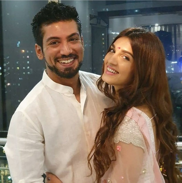 Saraswatichandra actress Shiny Doshi and fiancé Lavesh Khairajani's mehendi event in full swing