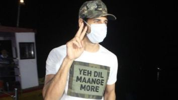 Sidharth Malhotra proves he is the fan's favourite man; was seen wearing a cap with their messages written all over it
