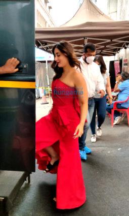 Photos: Kareena Kapoor Khan spotted at Mehboob Studios