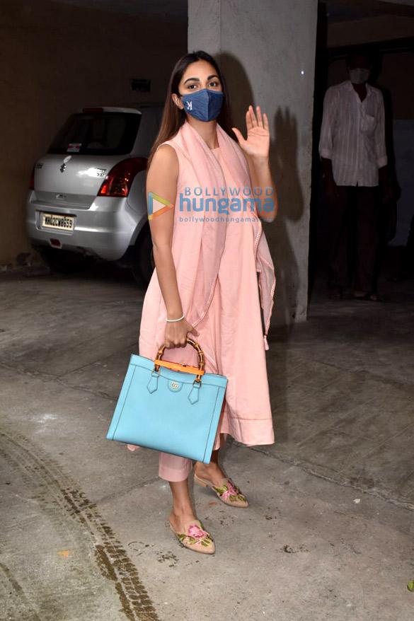 Photos Kiara Advani snapped in Andheri 1.