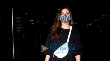 Photos: Parineeti Chopra and Kalki Koechlin snapped at the airport