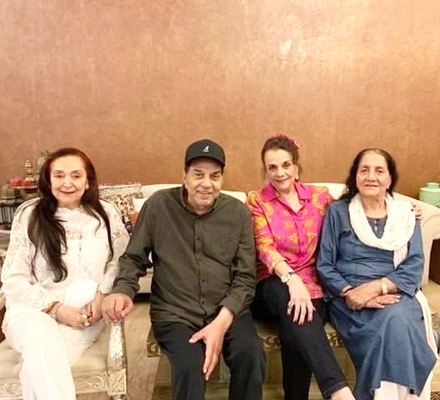 Dharmendra makes a rare joint appearance with first wife Prakash Kaur in a reunion with Mumtaz