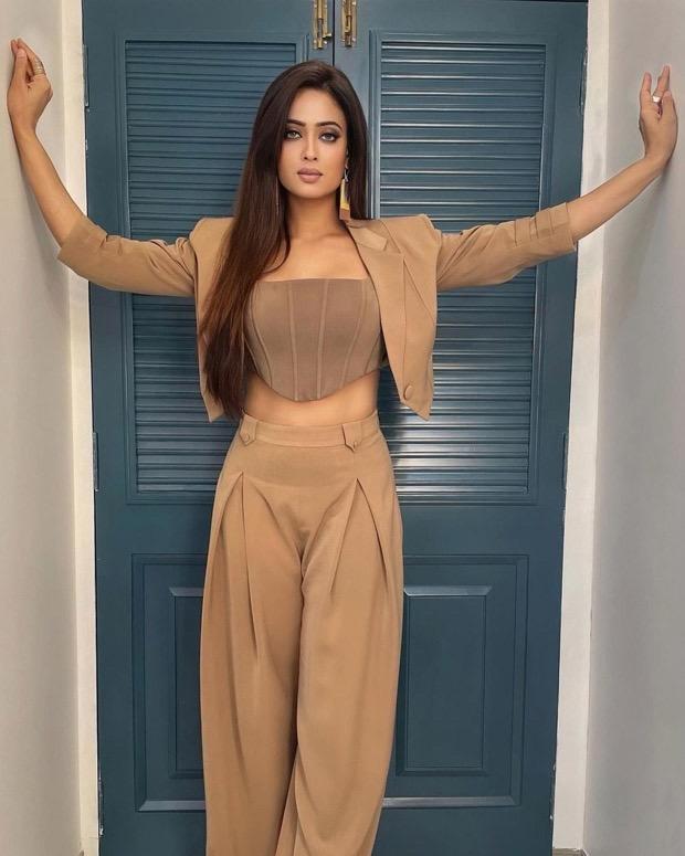 Khatron Ke Khiladi 11: Shweta Tiwari pairs beige corset top with high waisted pants and blazer