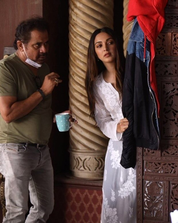 Kiara Advani and Anees Bazmee attempt to record a flawless shot for Bhool Bhulaiyaa 2