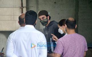 Photos: Ranbir Kapoor, Alia Bhatt, Neetu Singh spotted at their new residence