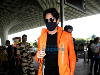 Photos: Sidharth Malhotra, Karishma Tanna and Iulia Vantur snapped at the airport