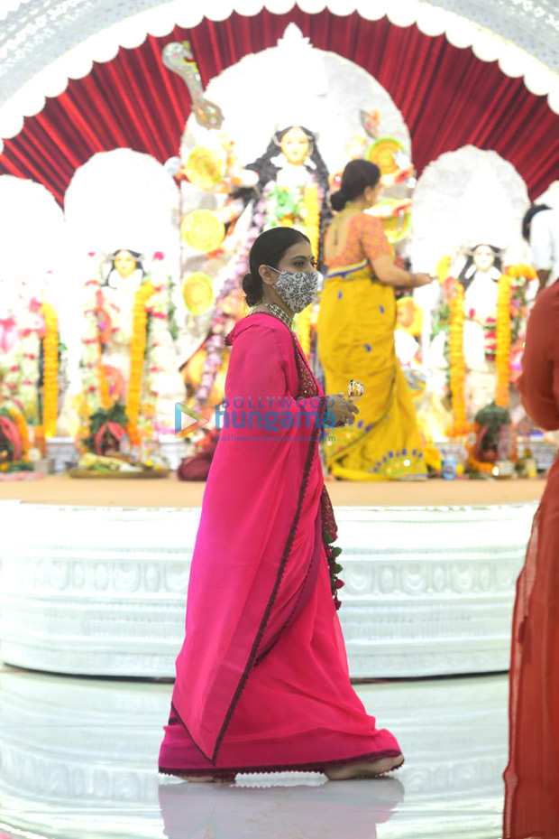 Kajol gets emotional after meeting her uncles during the Durga Puja festivities